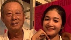 Cụ ông 70 tuổi cưới vợ đáng tuổi cháu, nhan sắc của cô dâu khiến nhiều người kinh ngạc