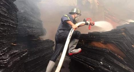 Cháy lớn tại công ty ván ép ở Bình Dương