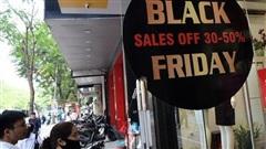 Hà Nội: Phố Chùa Bộc nhộn nhịp mua bán dù chưa đến ngày Black Friday