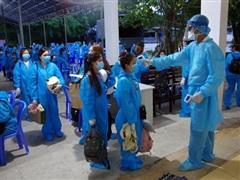 Việt Nam thêm 10 ca mắc mới COVID-19, cách ly ngay khi nhập cảnh