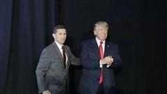 Ông Trump bất ngờ ân xá cho cựu cố vấn, nghị sĩ Mỹ phản ứng gay gắt