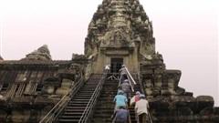 Những 'người nhện' mạo hiểm tính mạng vì Angkor Wat