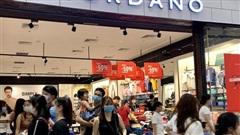 Ùn ùn đổ về trung tâm thương mại săn 'sale' Black Friday
