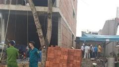Một công nhân tử vong khi đang xây nhà, người dân lập thùng quyên góp để giúp đỡ