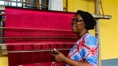 Xuất khẩu Trung Quốc vươn xa, đẩy nghề truyền thống trăm tuổi của Nigeria đến bờ vực thất truyền