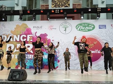 600 người cùng nhảy để lan tỏa thông điệp về lối sống tích cực