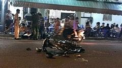 Tin tức tai nạn giao thông ngày 28/11: Diễn phun lửa trước quán nhậu, thiếu nữ bị xe tông thiệt mạng