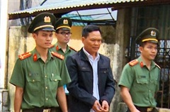 Tuồn thuốc ra ngoài bán, nhóm cán bộ BV Tâm Thần Thanh Hóa lĩnh án