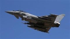 Không quân Anh xuất kích, triển khai Typhoon chặn Tu-142 của Nga trên Biển Bắc
