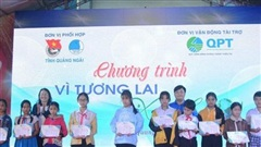 Trao học bổng 'Vì tương lai xanh' cho học sinh vùng bão, lũ Quảng Ngãi