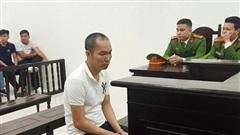 20 năm tù cho bị cáo trung niên 'tiếp khách' bằng dao và gạch