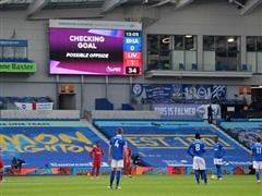 Premier League: Liverpool mất điểm vì VAR, Man City thắng tưng bừng
