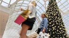 Người châu Âu 'thắt lưng buộc bụng' mùa Noel