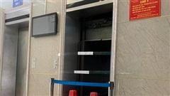 Hiện trường vụ thang máy chung cư rơi tự do từ tầng 5, 2 người bị thương