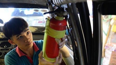 Ô tô con phải có bình chữa cháy: 4 năm quên lãng