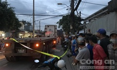 Xe máy trượt ngã xuống đường, một phụ nữ bị container cán tử vong
