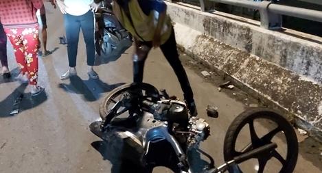 Xe máy tông trực diện ô tô khách trên cầu vượt, 1 người tử vong tại chỗ
