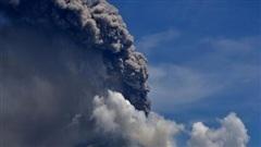 Núi lửa Indonesia phun trào, hàng nghìn dân đi lánh nạn