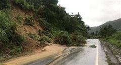 Sạt lở đất, Quốc lộ 26 nối Đắk Lắk với Khánh Hòa bị tắc nghẽn