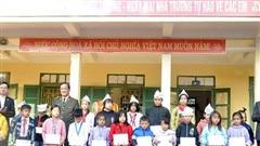Trao học bổng cho học sinh huyện Mường Lát