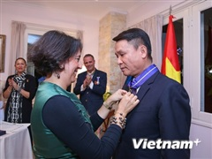 Tổng giám đốc TTXVN đón nhận huân chương cao quý của Tây Ban Nha