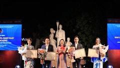 Siêu mẫu 10 nước Asean khoe sắc  với Bst áo dài 12 mùa hoa của Áo dài Sen Vàng