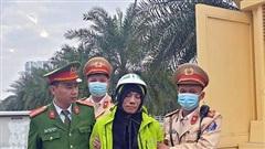 Cảnh sát giao thông Hà Nội chạy bộ đuổi bắt tên cướp có hung khí