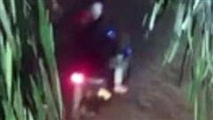 Điều tra vụ phóng viên bị 2 đối tượng bịt mặt chém trọng thương