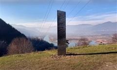 Romania phát hiện cột kim loại bí ẩn tương tự như xuất hiện ở Mỹ