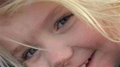 Phẫn nộ cha mẹ mải 'cày phim', bỏ quên con gái 3 tuổi trong xe ô tô tới tử vong