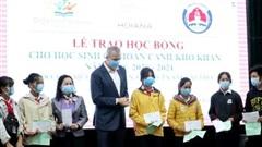 Trao học bổng cho 200 học sinh hoàn cảnh khó khăn tại Quảng Nam