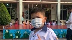 TP HCM: Hàng chục nghìn HS, SV nghỉ học từ hôm nay vì thầy giáo tiếng Anh nhiễm Covid-19