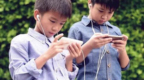 Khó mà cấm con sử dụng thiết bị điện tử bởi không sớm thì muộn, con cũng tiếp xúc với chúng, thay vào đó đây là cách tốt nhất bố mẹ có thể làm
