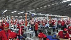 Báo cáo mới của ILO: COVID-19 làm giảm tiền lương toàn cầu