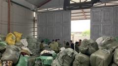 Triệt phá kho hàng nhập lậu lớn nhất miền Bắc thu giữ hơn 28 tấn quần áo 'sida'