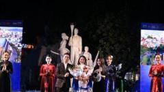 Đem vẻ đẹp di sản Việt lên áo dài, NTK Vũ Thảo Giang toả sáng ở ngày hội ASEAN