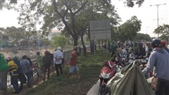 TP.HCM: Người đàn ông leo qua hàng rào, nhảy xuống kênh Tàu Hủ tự tử