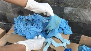 Bắt giữ 5,6 tấn găng tay y tế đã qua sử dụng nhập từ Trung Quốc