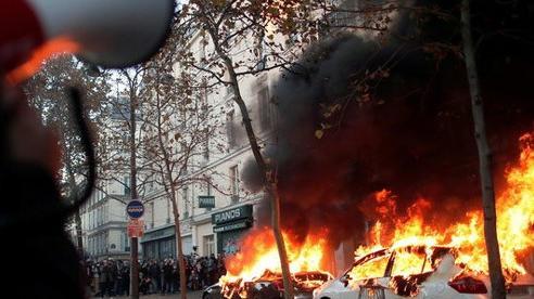 Bạo loạn bùng phát toàn nước Pháp, phản đối dự luật an ninh mới