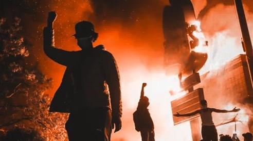 Thư từ nước Mỹ: Những chuyện không thể tin nổi về 'đội quân' áo đen đang tàn phá nước Mỹ