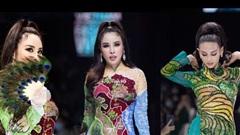 Áo dài đính kết bản đồ Việt Nam cao quý và sang trọng trên sàn diễn thời trang