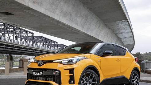 Toyota C-HR GR Sport 2021 chính thức ra mắt, giá từ 637 triệu đồng