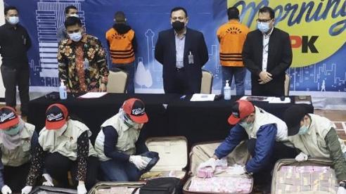 Bộ trưởng Indonesia bị bắt vì tham nhũng hơn 1 triệu USD tiền hỗ trợ COVID-19