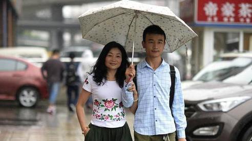 Bà chị U46 lấy chồng 'đáng tuổi con' và chuyện tình sóng gió với kết đẹp như phim Hàn!