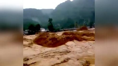 Mưa lớn gây lũ, hàng nghìn dân Indonesia chịu ảnh hưởng