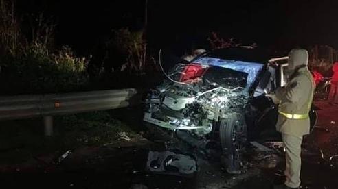 Hai xe con tông nhau bẹp dúm: 1 người chết, 5 người bị thương