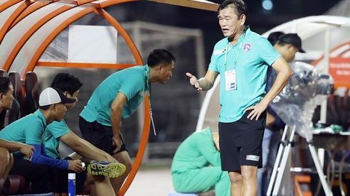 HLV, cầu thủ tháo chạy khỏi Than Quảng Ninh