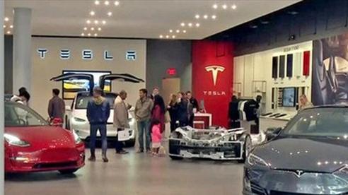 Giá cổ phiếu của Tesla đạt kỷ lục sau thông báo phát hành cổ phiếu