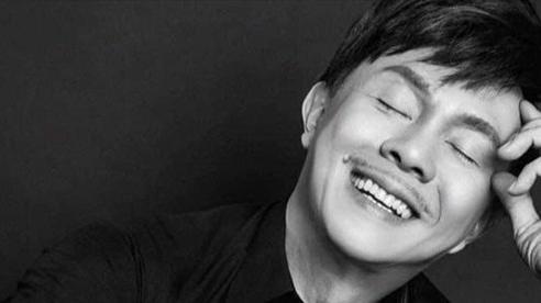 MC Trấn Thành nhìn mặt nghệ sĩ Chí Tài lần cuối: Cảm giác mất mát lan tỏa cuồn cuộn