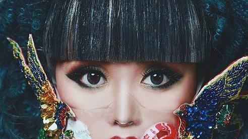 Siêu mẫu Jessica Minh Anh đeo khẩu trang độc đáo với thông điệp ý nghĩa